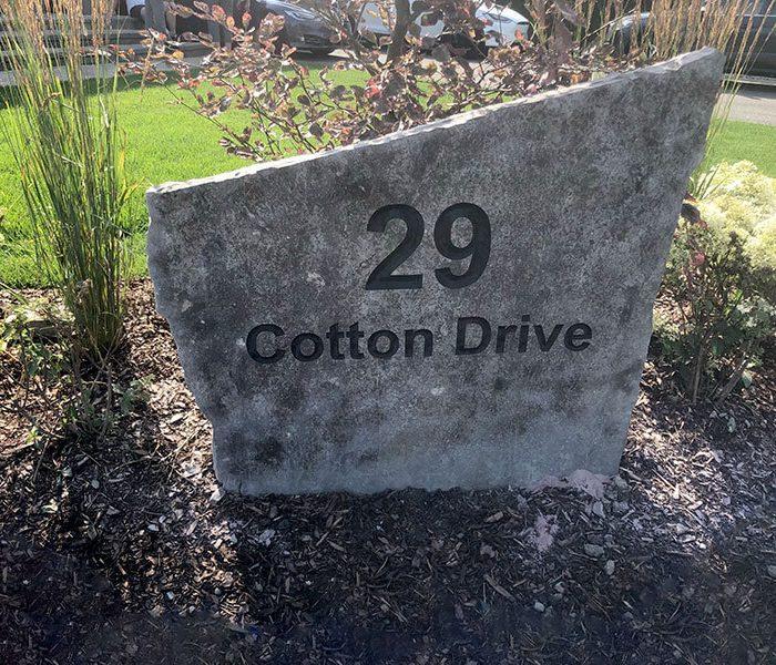 Font address stone.